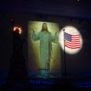 Tea Party blandar religion och politik. Michele Bachmann och Rick Perry vinner kristna högerröster.